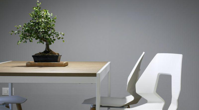 Výběr kancelářského stolu přizpůsobte své postavě